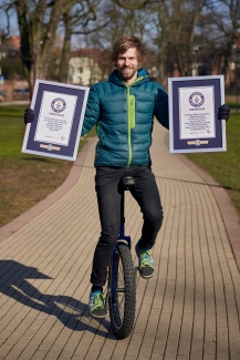Guinness World Record holder Lutz Eichholz, Most jumps (switches) 180° on a unicycle in one minute